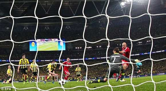 Bàn thắng quý như vàng của Robben