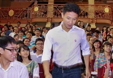 Running Man Vũ Xuân Tiến nhận được sự chào đón nhiệt tình của các bạn trẻ