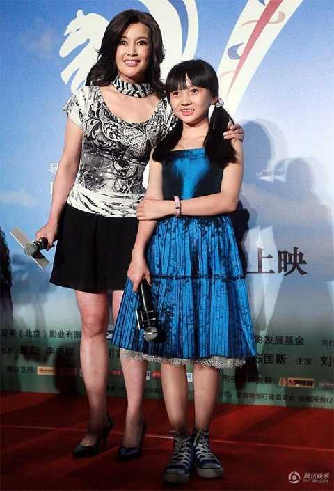 Lâm Diệu Khả cùng Lâm Chí Linh (ảnh trên) và Lưu Hiểu Khánh.