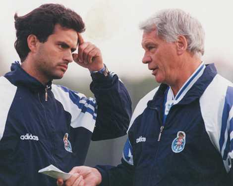 Mourinho thời làm trợ lý phiên dịch cho HLV huyền thoại Bobby Robson.