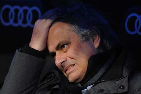 Mourinho quáđauđầu với Real.