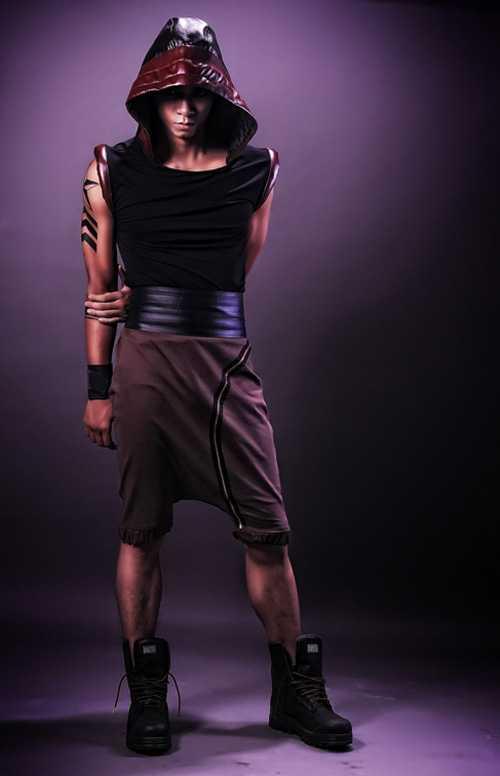 Trở lại làng thời trang, Lê Khôi Nguyên cho ra mắt bộ sưu tập thời   trang nam do chính người bạn thân Mạnh Hiệp làm người mẫu.