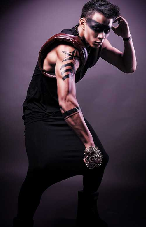 Anh cũng đã thực hiện rất nhiều dự án thời trang và tham gia chăm chỉ các show thời trang trong nước.
