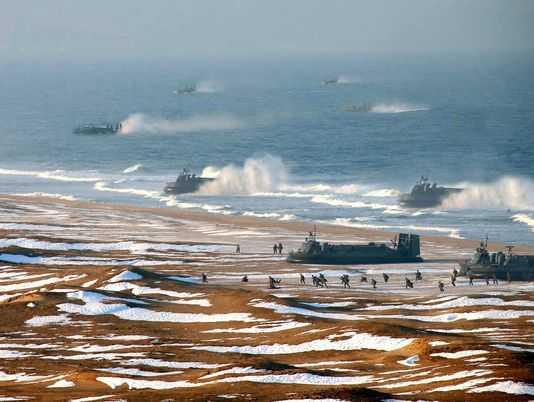 Buổi tập trận đổ bộ bờ biển bằng tàu đổ bộ đệm khí của Triều Tiên