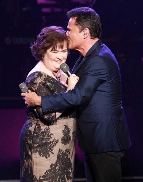 Susan hạnh phúc khi lần đầu tiên được hát cùng thần tượng Donny Osmond ở Las Vegas năm 2012.
