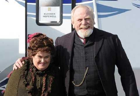 Susan và người chồng trên màn ảnh James trong bộ phim The Christmas Candle.