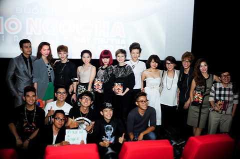 Khá đông văn nghệ sỹ là bạn bè, đồng nghiệp thân thiết của Hồ Ngọc Hà đến chúc mừng cô.