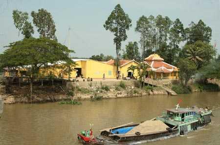 Chùa Bồng Lai bên dòng kênh Vĩnh Tế