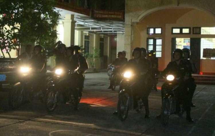 Các tổ công tác thuộc đại đội 5, PK20 Hà Nội xuất kích.