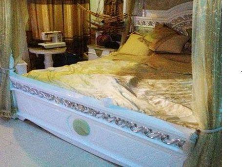 Chiếc giường bằng gỗ sưa giá nửa tỷ của trùm Tàng.