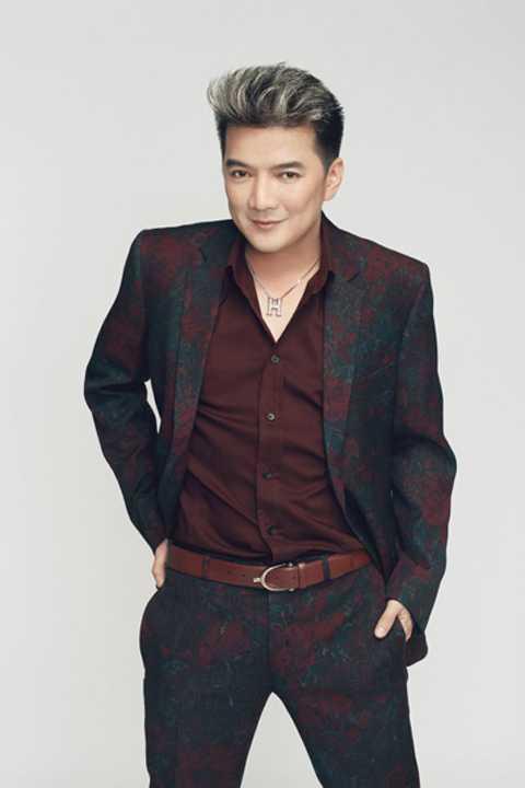 Mr Đàm đã thu âm riêng ca khúc Phút giây đăng quang để hát trong đêm chung kết cuộc thi