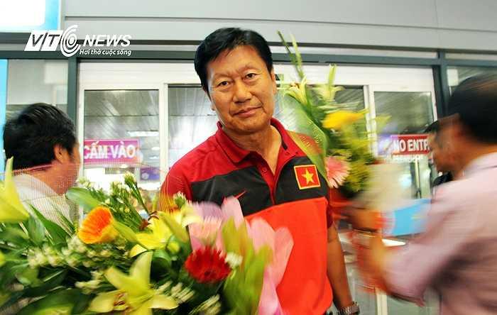 HLV Trần Vân Phát trở về sau thành công tại vòng loại Asian Cup  (Ảnh: Hà Thành)