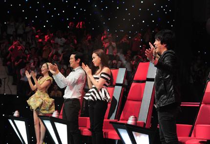4 HLV của 3 đội là Thanh Bùi, vợ chồng Hồ Hoài Anh – Lưu Hương Giang, Hiền Thục,