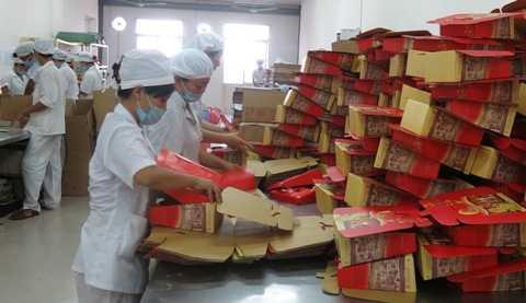 Xưởng sản xuất bánh trung thu đang gấp rút đẩy cao sản lượng cung ứng cho thị trường