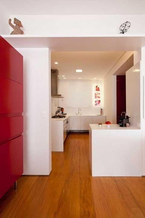 Bếp được ngăn cách với phòng khách và phòng làm việc bằng tường lửng