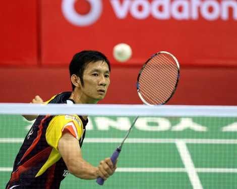Tiến Minh xuất sắc đánh bại tay vợt chủ nhà Jen Hao Hsu
