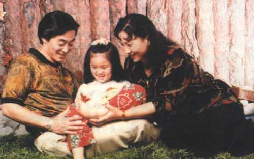Vợ chồng Lục Tiểu Linh Đồng, Ảnh tư liệu