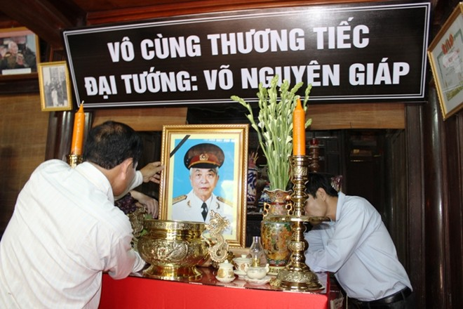 Bàn thờ Đại tướng Võ Nguyên Giáp vừa được lập tại quê nhà. Ảnh: Tri thức
