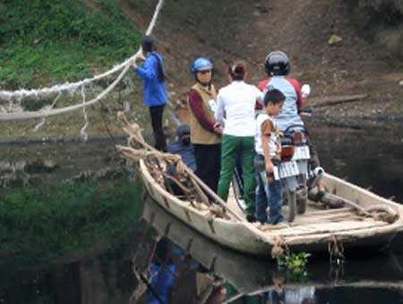 'Đu dây' vượt sông giữa thủ đô Hà Nội