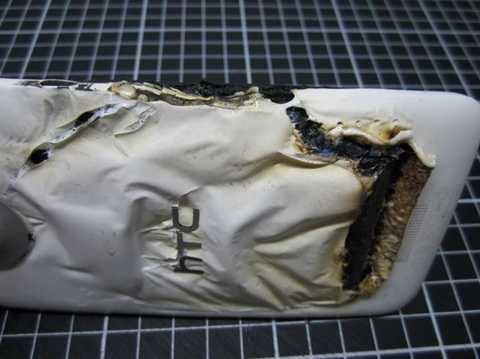 Những gì còn lại của chiếc HTC One X sau vụ nổ