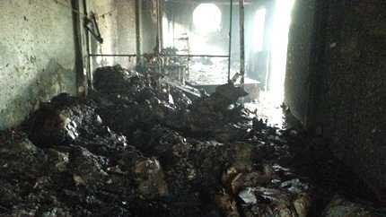 Nhiều hàng hóa, vật liệu bị thiêu thành than