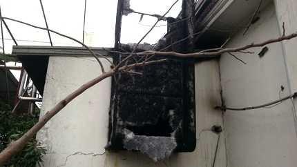 Nhiều khu vực trong công ty bị ngọn lửa bén và thiêu rụi nhiều tài sản