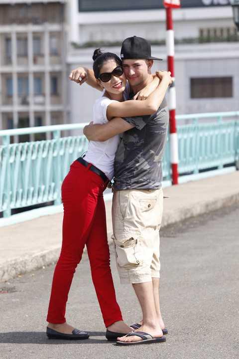Trang Trần và bạn đồng hành đẹp trai Nate trở nên thân thiết.