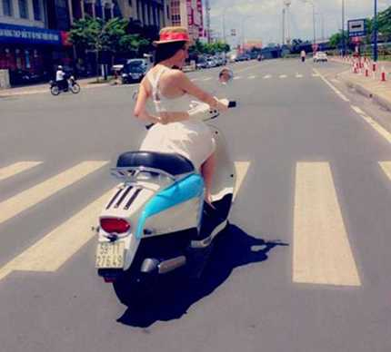 Angela Phương Trinh đầu trần dạo phố (ảnh: Internet)