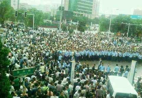 Hàng nghìn người Trung Quốc phản đối Bí thư huyện Thần Mộc