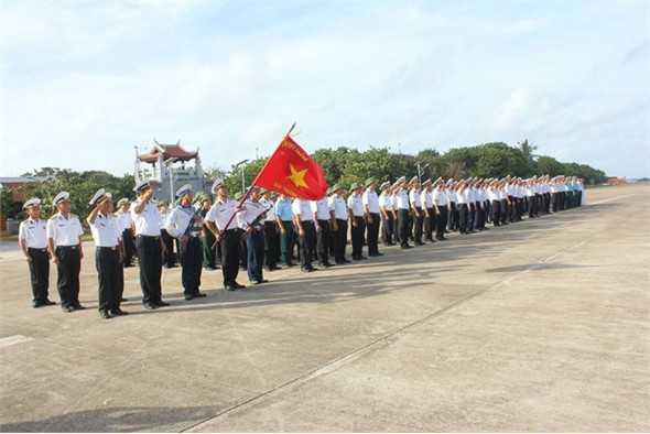 Lễ chào cờ ở quần đảo Trường Sa. (Ảnh: internet)