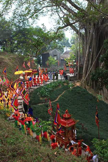 Lễ rước ngai vị và dâng hương Đức Thánh Trần tại Đền Thượng, phường Lào Cai, thành phố Lào Cai, tỉnh Lào Cai. Ảnh: Anh Tuấn