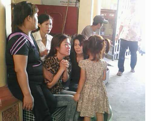 Vợ anh Mạnh khóc tức tưởi tại nhà xác Bệnh viện Việt Tiệp Hải Phòng