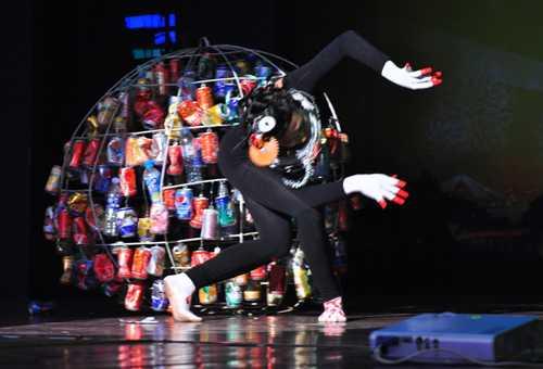 Đoàn Thị Minh Hoàn, nghệ sĩ múa đương đại gây sốc ở vòng loại sân khấu.