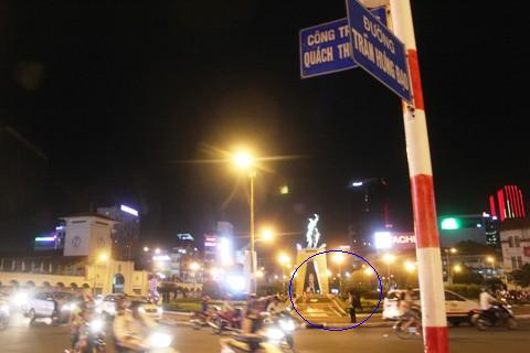 Vòng xoay Quách Thị Trang (đối diện chợ Bến Thành) nơi xảy ra vụ cướp