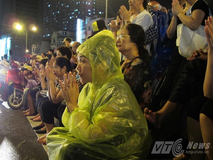 Ngàn người đội mưa cầu phúc mùa Vu Lan