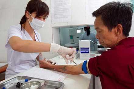 Bệnh nhân xét nghiệm tại bệnh viện đa khoa Hoài Đức.