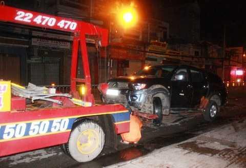 Xe cứu hộ đang di dời phương tiện