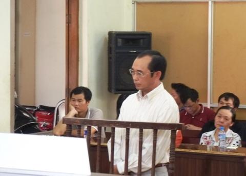 Bị cáo Nguyễn Ngọc Thư (Nguyên Phó TBT tạp chí HTV) bị tuyên phạt 3 năm tù.
