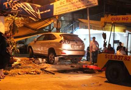 Hiện trường vụ tai nạn thảm khốc tối 25/12/2012, tại giao lộ Lê Đức Thọ - Nguyễn Huy Thông, thuộc phường 6, quận Gò Vấp, TP.HCM