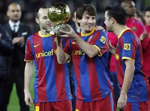 Barca giữ nguyên bộ khung hùng mạnh trong khi Milan đã bán gần hết hảo thủ