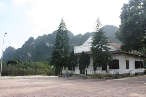 Khu lưu niệm nhà máy in tiền đầu tiên của chính quyền cách mạng.  Ảnh: Nguyễn Dũng