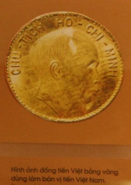 Hình ảnh đồng tiền Việt bằng vàng dùng làm bản vị tiền Việt Nam. Ảnh tư liệu.