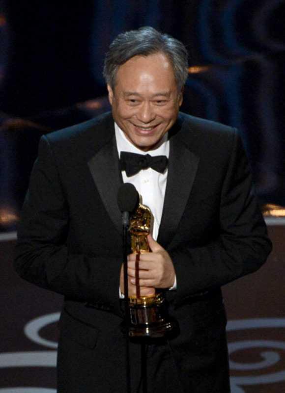 Lý An trên bục nhận giải Oscar 2013.