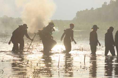Một cảnh khói lửa trong phim truyền hình Huyền thoại 1C.