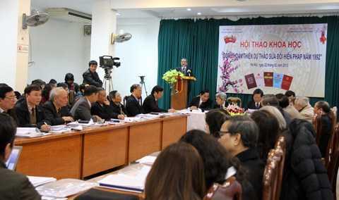 Nhiều ý kiến tại hội thảo đề nghị ban biên tập sửa đổi các nội dung trong dự thảo. Ảnh: Nguyễn Hưng.