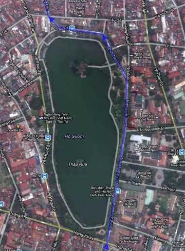 Dự kiến đường đi của tuyến metro chạy qua hồ Gươm. Ga C9 sẽ nằm cạnh ngã ba Trần Nguyên Hãn - Đinh Tiên Hoàng. Ảnh: Google Maps.
