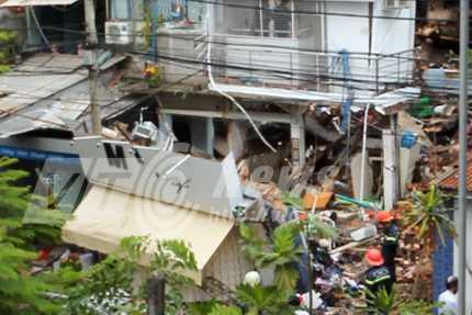 Hiện trường vụ nổ lớn gây sập hàng loạt nhiều căn nhà (Ảnh: Phạm Nguyễn)