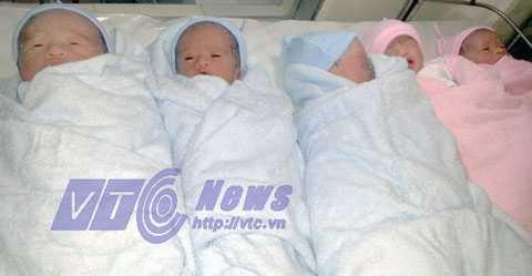 5 em bé ra đời khỏe mạnh cùng lúc bằng phương pháp thụ tinh nhân tạo.  Đây được xem là