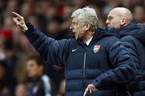 Wenger gần như sẽ có mùa giải thứ 8 trắng tay cùng Arsenal