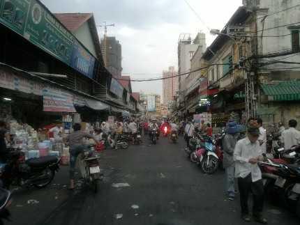 Cảnh mua bán hóa chất nhộn nhịp, tấp nập ở khu chợ 'thần chết' Kim Biên, Q.5, TP.HCM.